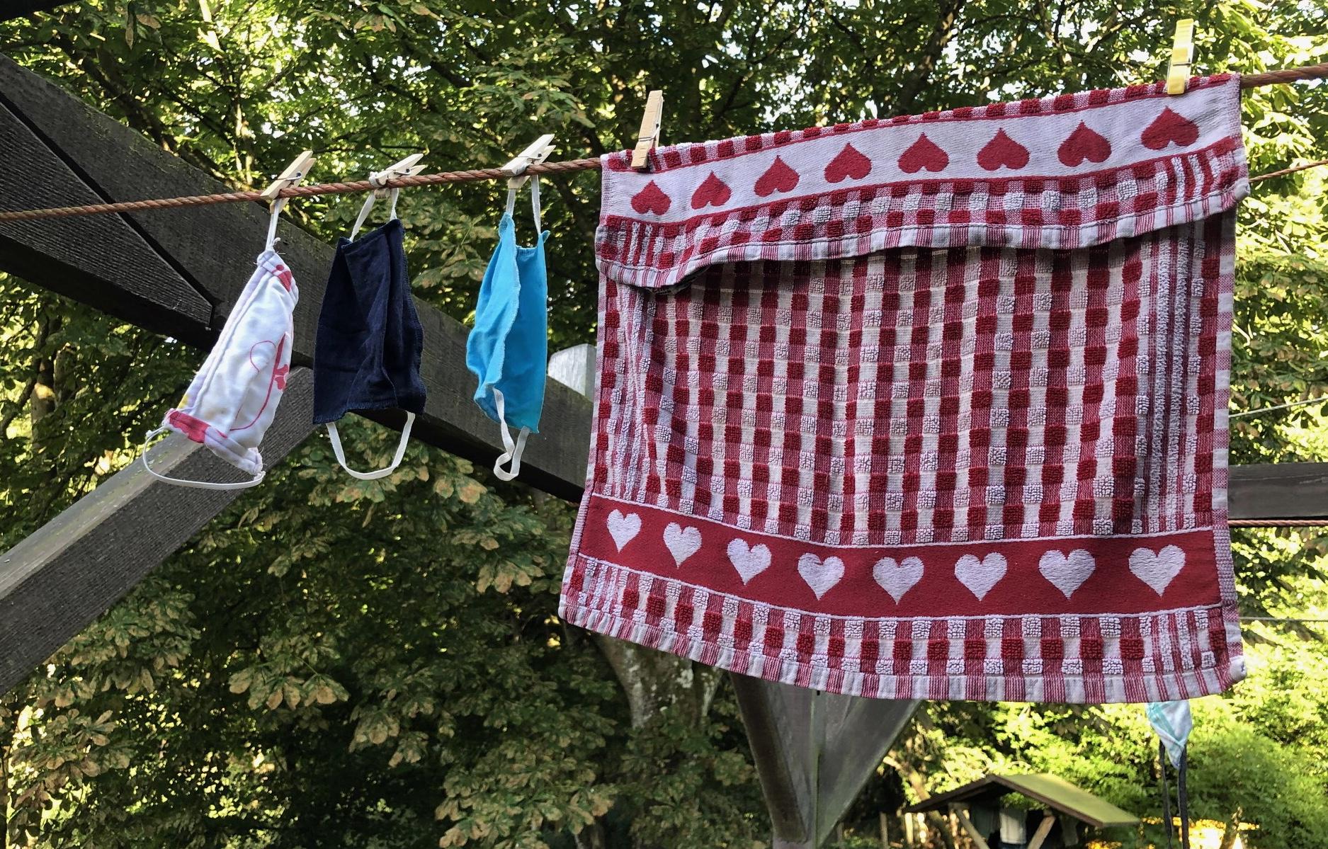Die Wäscheleine der Küche: Mundschutz statt Topflappen