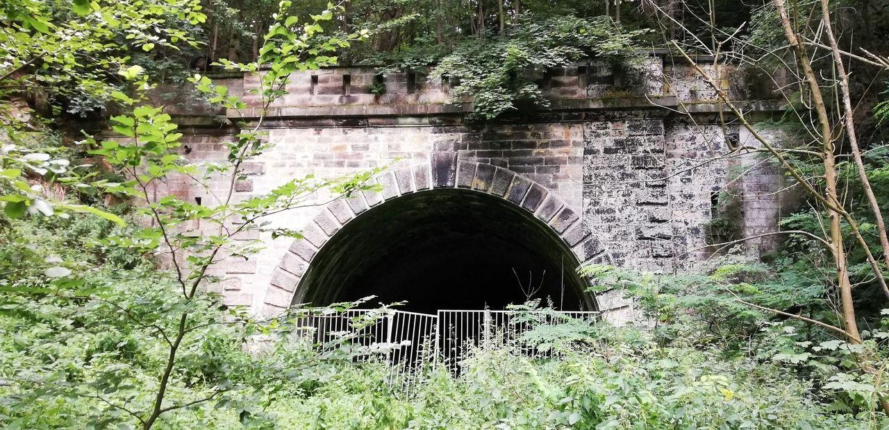 Der Eingang zum nie genutzten Eisenbahntunnel