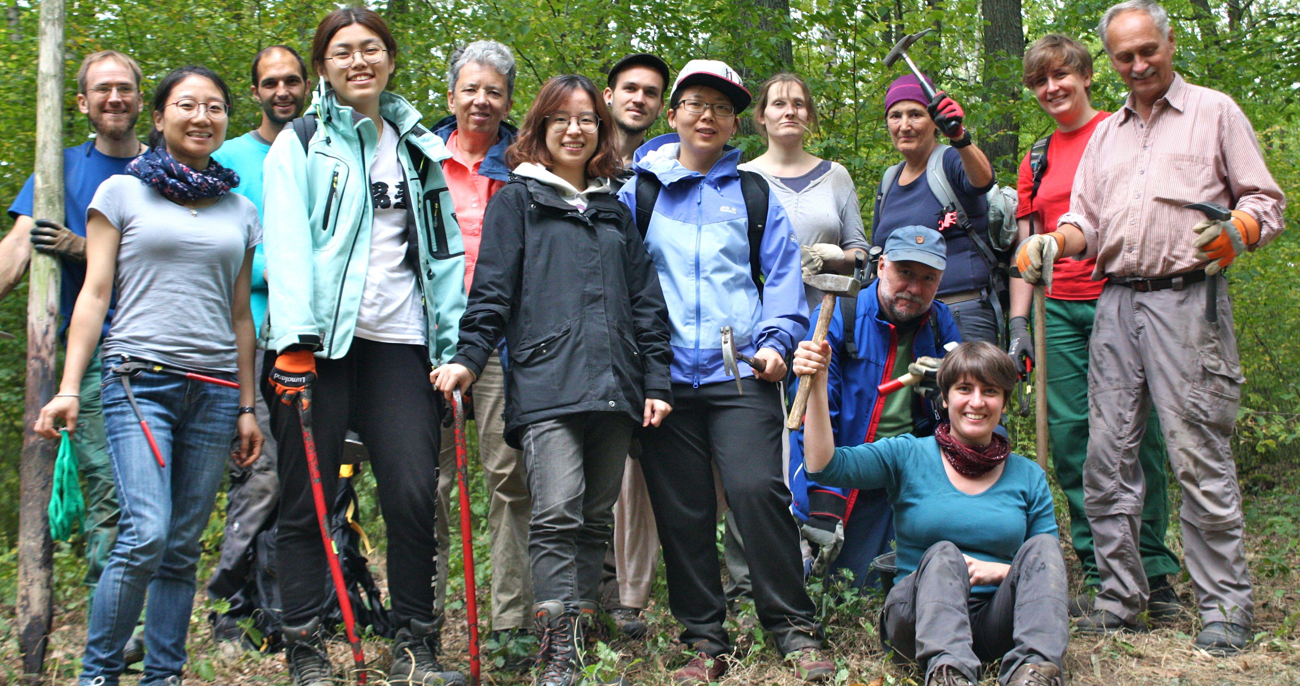 Die NiederwaldpflegerInnen mit chinesischer Unterstützung