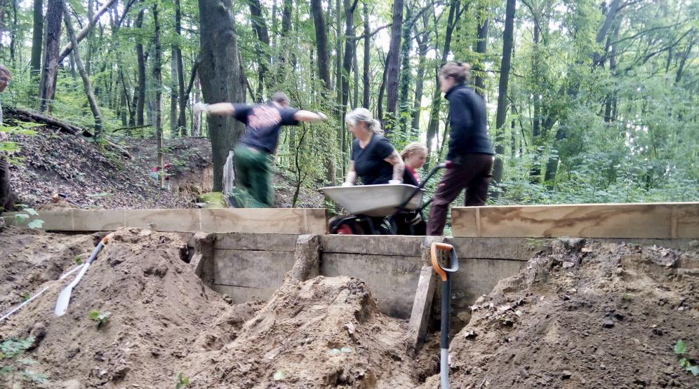 Stauwerkerhöhung beim kleinen Wasserrückhaltebecken
